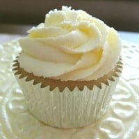 Tasty Tuesday – Fluffy Lemon Buttercream Frosting