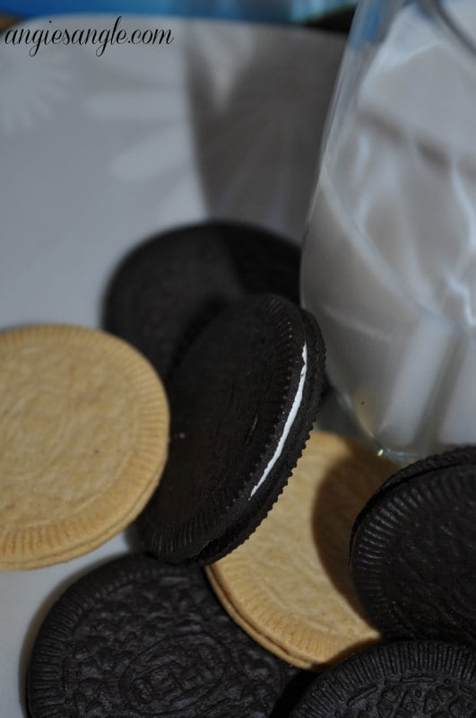 Little Ways to Indulge As An Adult - OREO Thin Up Close