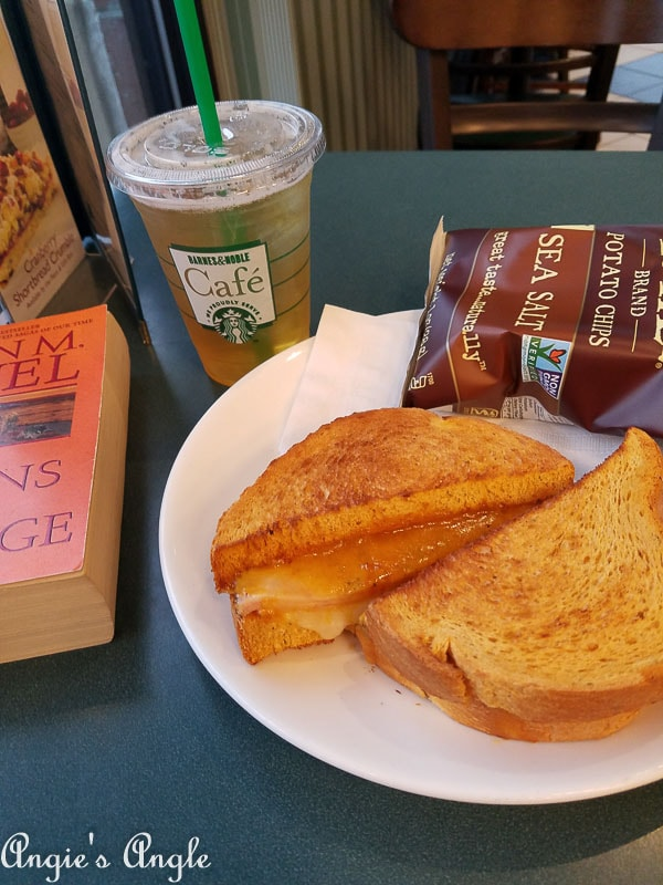 2017 Catch the Moment 365 Week 46 - Day 319 - Barnes and Noble Cafe