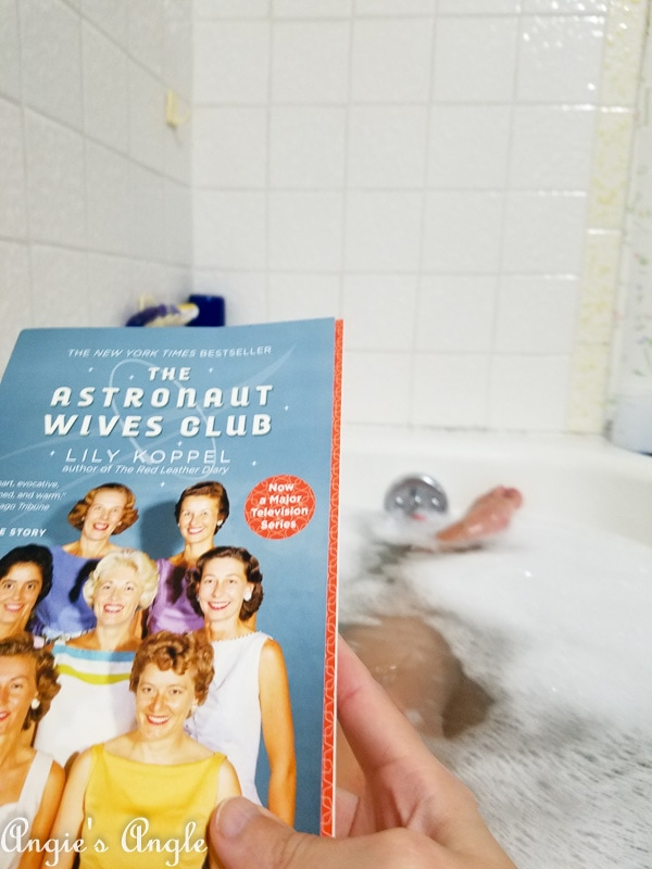 2018 Catch the Moment 365 Week 46 - Day 316 - Book and Bubble Bath Time